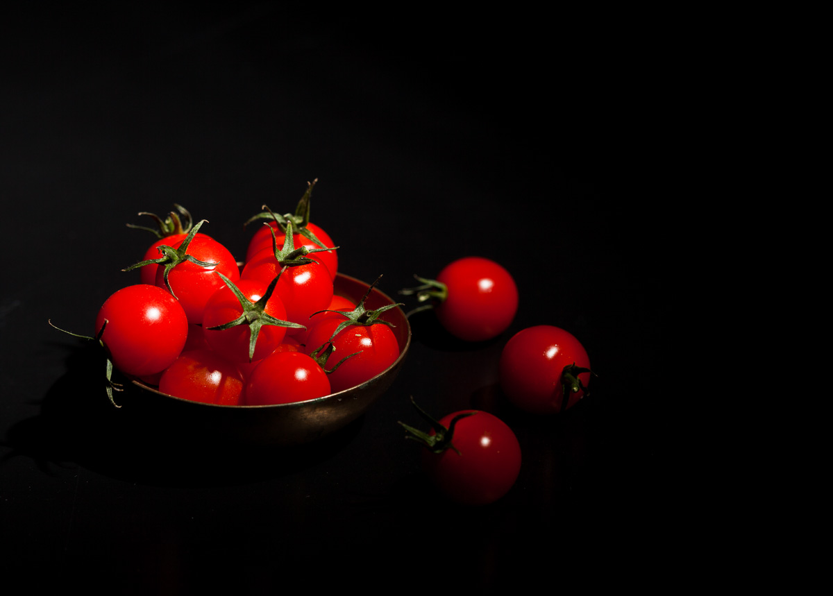 Tomatoes-on-black-05-06-2015-10-Edit