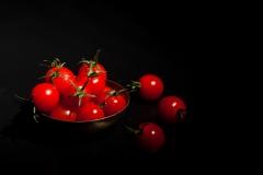 Tomatoes-on-black-05-06-2015-10-Edit